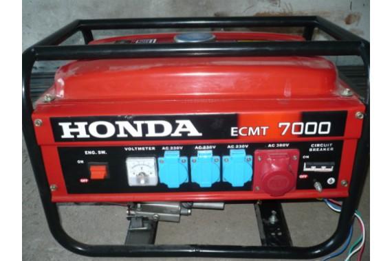 Бензиновый трехфазный генератор Honda ECMT 7000