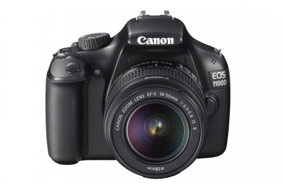Canon EOS 1100D с объективом 18-55mm IS II