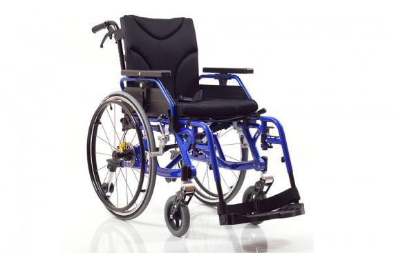 Кресло — коляска инвалидная (складная), костыли.
